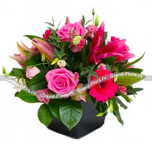 Утонченная композиция из роз, гербер и лилий