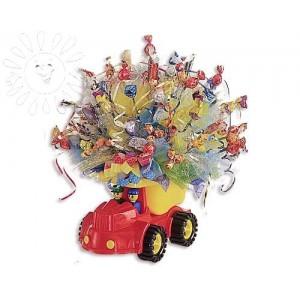 Машина с конфетамиДоставка букетов из конфет возможна при оформлении заказа не ранее чем за 2  (два) рабочих дня до планируемой даты доставки.<br><br><br><br>Состав композиции: - Конфеты шоколадные и карамель - 400-500 грамм, - Игрушка-машинка, - Флористический матер...<br>
