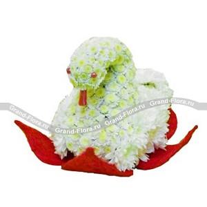 ЛебедьОформление заказа на доставку композиции в виде игрушки на сайте Grand-flora.ru возможно за 3 дня до даты доставки. Если Вам необходима срочная доставка - уточнить информацию Вы можете у менеджера по телефону 8 988 744 46 44 или 8 800 333 01 95.<br>Ко...<br>