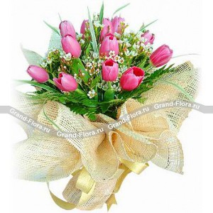 Паула - букет из розовых тюльпановНежно-розовые тюльпаны в сочетании с сочной зеленью, ажурными листьями папоротника и нежными полевыми цветами – это изысканная Паула, о котором мечтает каждая девушка. Такой букет тюльпанов станет отличным подарком на день рождения и в честь 8-го ма...<br>