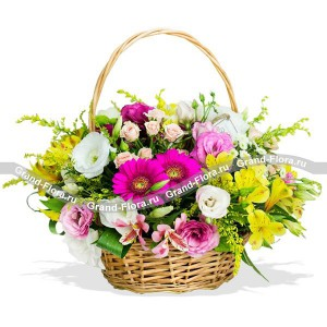 Мечты о тебеДанная корзина создает впечатление будто вы летним, солнечным утром, прогуливаясь по полям, собрали букет свежих цветов, что бы покорить этот мир и удивить человека, которому предназначенно это цветочное чудо.Яркая и контрастная композиция в...<br>