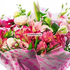 Рассвет в Сан-Марино - букет из альстромерии и эустомыНежно-розовый букет, с неповторимым ароматом, станет замечательным подарком на любое торжество. Богатая композиция из свежих цветов альстромерии, лилии и эустомы, удивит даже самого требовательного покупателя. Ураган нежности унесет вас в мир м...<br>