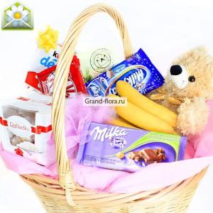 Волшебные подарки - подарочная корзинка со сладостями и мягкой игрушкойНаши феи-флористы собирают продукты для этой корзины в лучших супермаркетах! Здесь есть все, что нужно для прекрасного настроения и сказочной радости....<br>