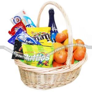 Страна чудес - корзина из фруктов и сладостей