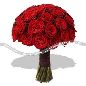 Миллион алых розКто не знает песню Миллион алых роз? Прекрасная композиция из этих цветов – словно своеобразная интерпретация знаменитой песни. Сочетание шика и утонченности, букет сам напоминает великосветскую барышню 19 века, затянутую в строгий корсет и в беспод...<br>