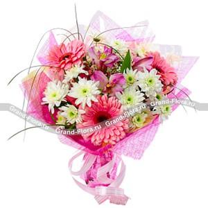 Моей любимойРомантическая цветочная композиция, которая составлена из гербер и хризантем. Это не обычный букет, от него исходит великолепный аромат любви. Подарив эти цветы своей любимой, вы покажете, насколько сильно вы ее любите. Такой подарок подойдет для лю...<br>