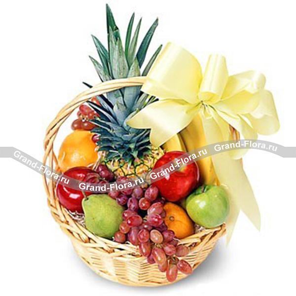 Изобилие - корзина из сочных фруктов