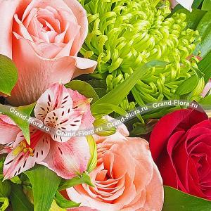 Букет из красных и розовых роз - Утренняя свежесть от Grand-Flora.ru