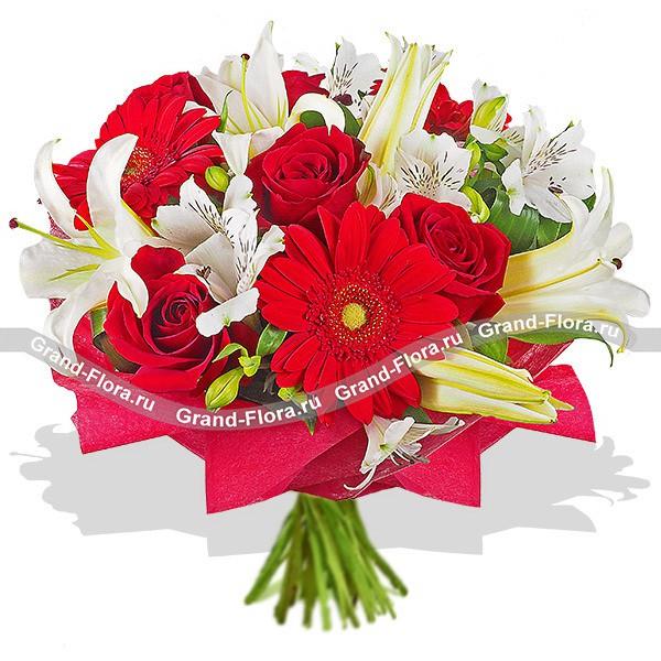 Букет из красных роз, гербер и белых лилий