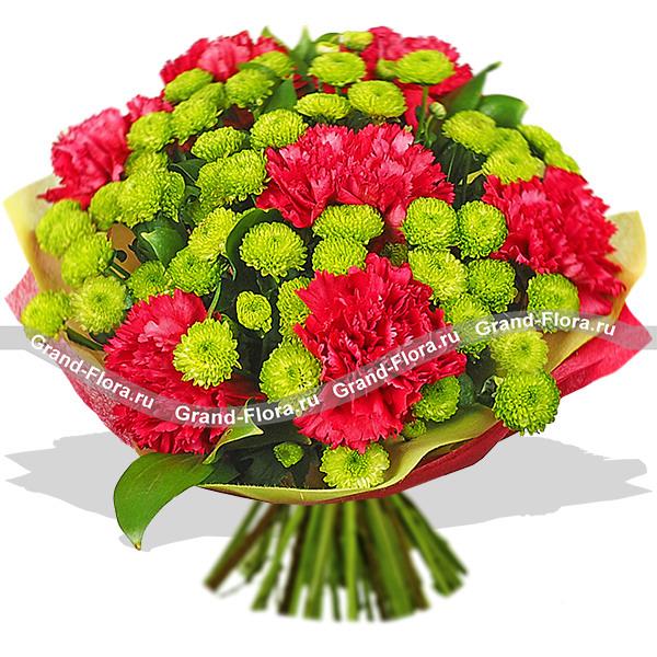 Пестрые мечты - букет из красных гвоздик и хризантемы