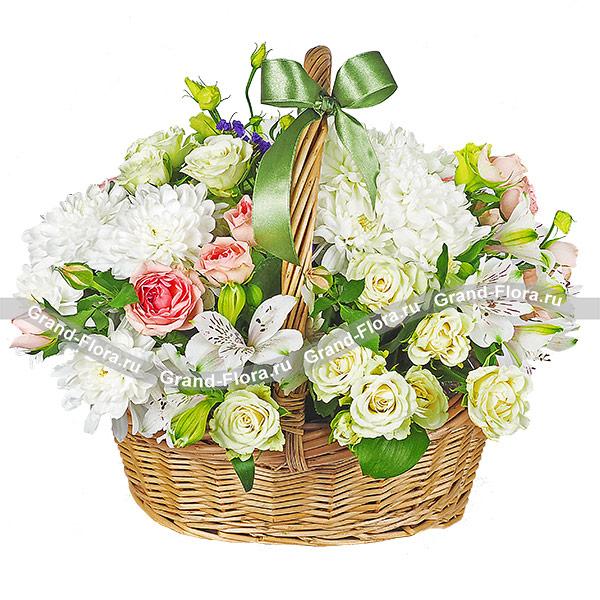 Заманчивая нежность - букет из кустовых хризантем и роз, альстромерий и эустом