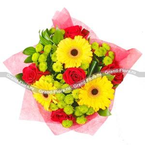 Небольшой букет красных роз - Сочное удовольствиеБуйство красок и романтическая нежность герберов, роз и хризантем делают этот букет ярким и запоминающимся. Зеленые хризантемы напоминают о чудесных весенних днях, желтые, как солнце герберы навевают мечты о лете, а красные розы, удачно вписанн...<br>