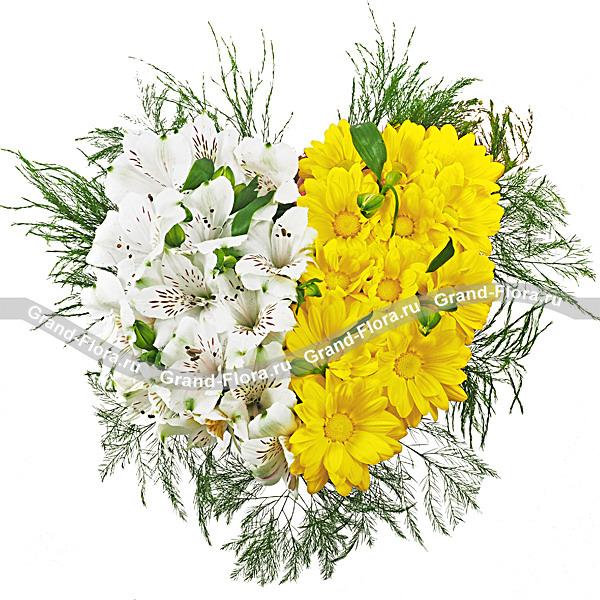 Цветы Гранд Флора Все мысли о тебе - композиция в виде сердца с хризантемами и альстромериями фото