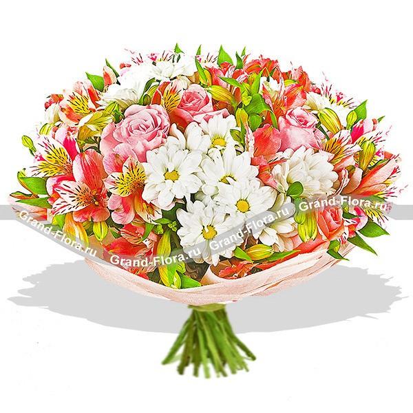 Пестрый букет из альстромерий, роз и хризантем