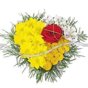 Проказник Купидон - композиция в виде сердца из розы  и хризантем