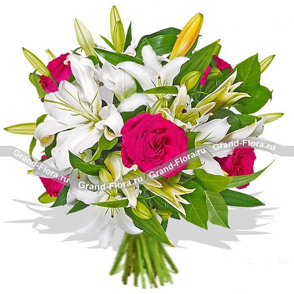 Белая лилия и красная роза смориться просто замечательно