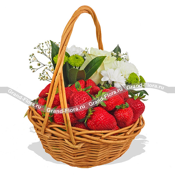 Искушение вкусом - корзина с клубникой и розой