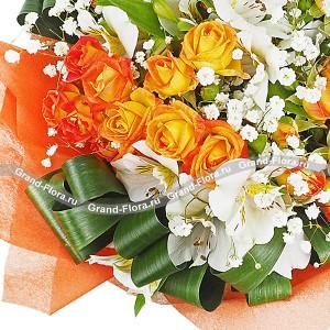 Жаркие ночи - букет из кустовых роз и альстромерии от Grand-Flora.ru
