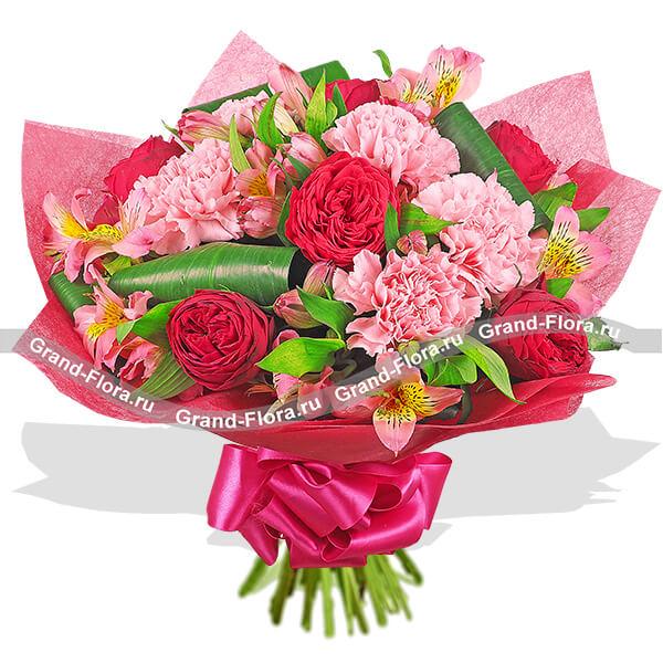 Красные розы и гвоздики - Розовые облака