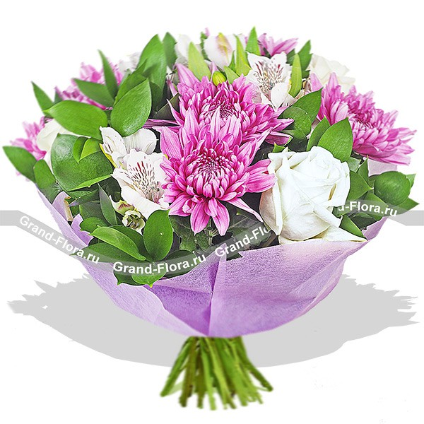 Букет из белой розы и альстромерии с фиолетовой хризантемой