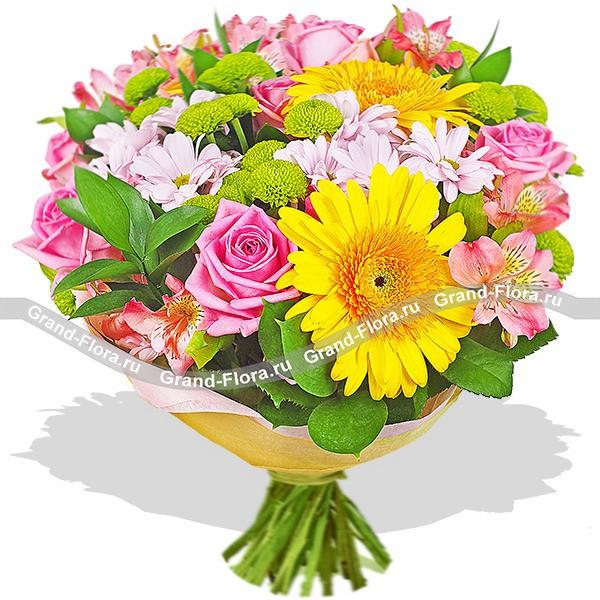 Розово-желтый букет из гербер, роз и хризантем