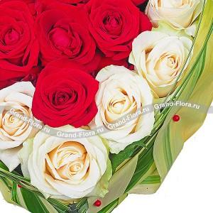 Аделина - композиция на оазисе из роз в виде сердца от Grand-Flora.ru