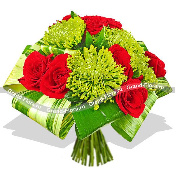 Престиж - букет их красных роз и одноголовых хризантем