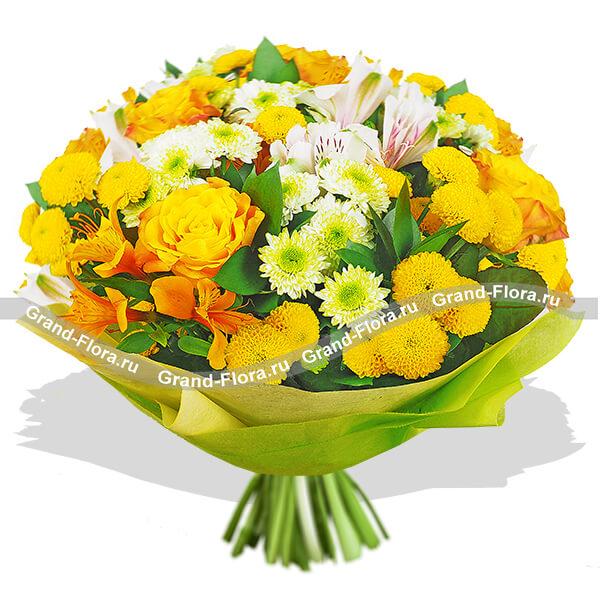 Солнечный букет из роз и хризантем