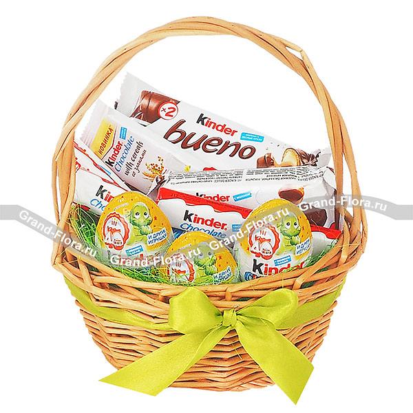 Подарочные корзины Гранд Флора Корзина Kinder - корзина подарочная со сладостями фото