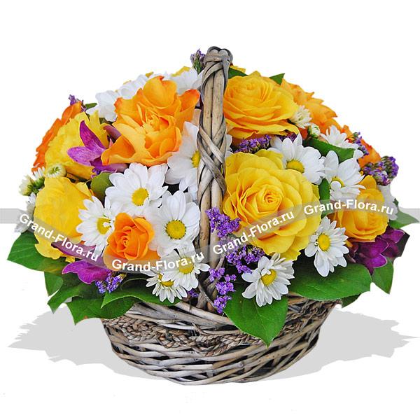Весенний привет - корзинка из роз,хризантем и статицы от Grand-Flora.ru