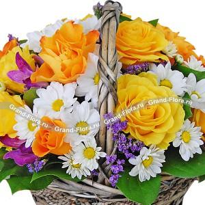 Весенний привет - корзинка из роз,хризантем и статицы...<br>