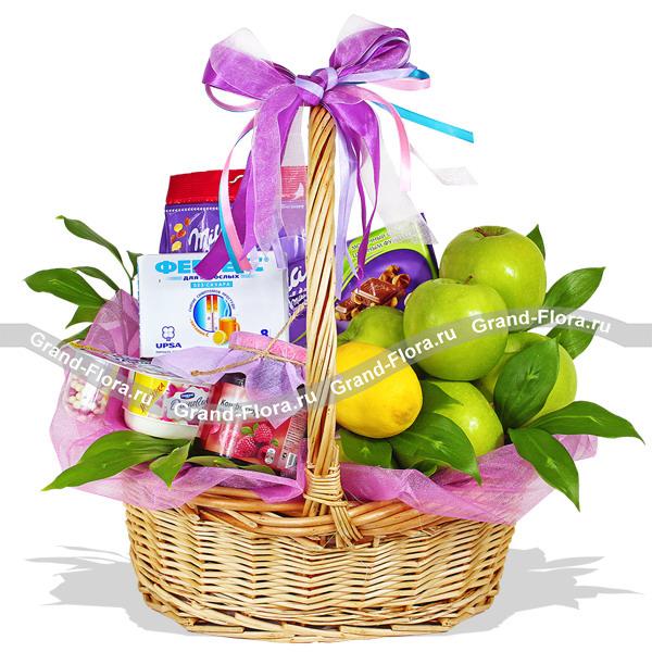 Презент от Айболита - подарочная корзина с фруктами и сладостями