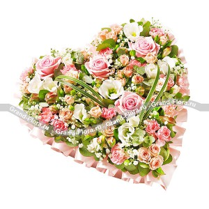 Мечта Богини - сердце из оазиса с розовой розой, эустомой и альстромерией от Grand-Flora.ru