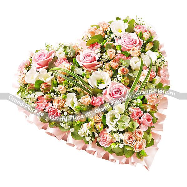 Мечта Богини - сердце из оазиса с розовой розой, эустомой и альстромерией