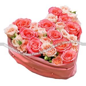 Сердце розы - композиция в виде сердца из розовых роз от Grand-Flora.ru