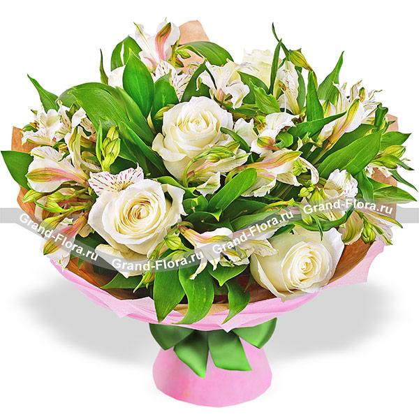 Жемчужное ожерелье - букет из белых альстромерий и роз от Grand-Flora.ru