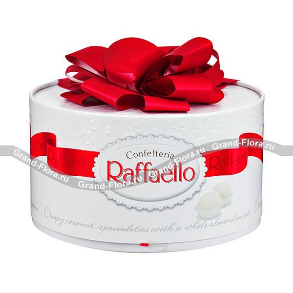 "Конфеты Raffaello ""Тортик"" от Grand-Flora.ru"