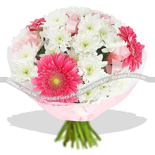 В объятиях любви - букет из хризантем и гербер