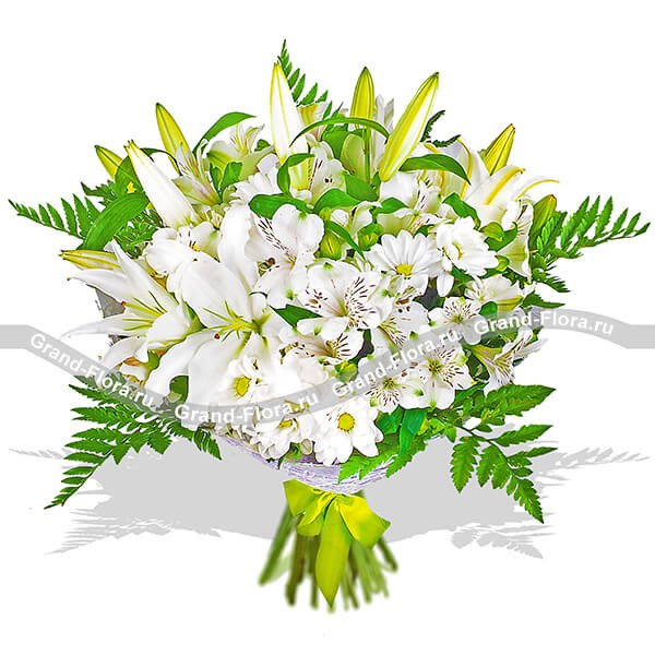 Букет из лилий и хризантем светлых оттенков