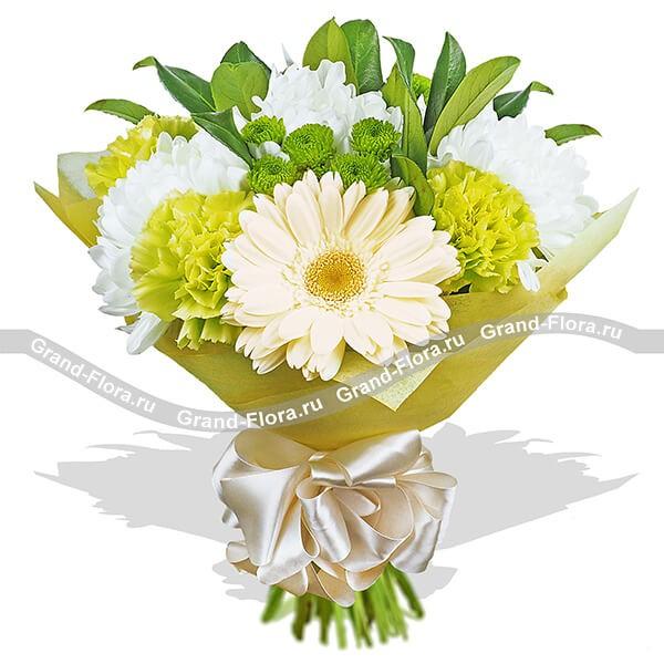Букет в свежей бело-лимонной гамме из гербер, гвоздик и хризантем