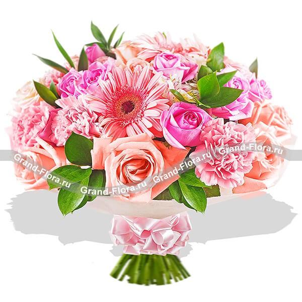 Нежный букет в розовых тонах из роз, гвоздик и гербер