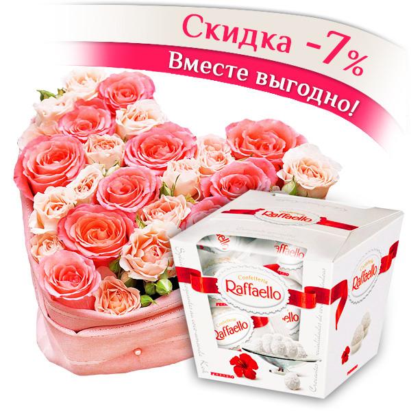 Сердце розы - композиция в виде сердца из розовых роз и Raffaello