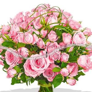 Искренность - букет из кустовой розы и декоративной зелени...<br>