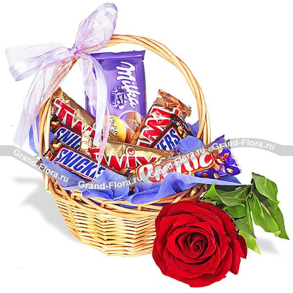 Сладкие мгновения - корзина с розой и шоколадом