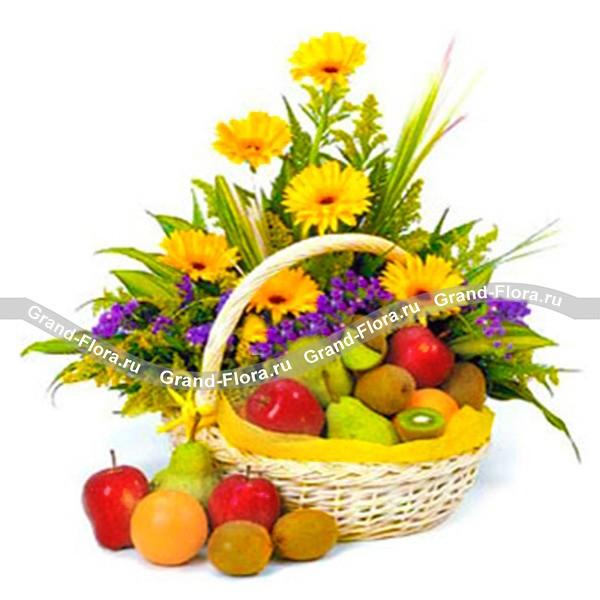 Корзина с фруктами и цветами «Солнечная»
