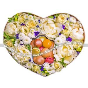 Сладкая жизнь - коробка с пионами и макарунс от Grand-Flora.ru