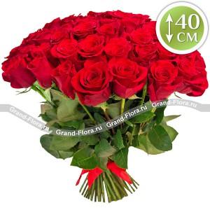 Букет розЭтот букет – воплощение настоящего чувства. Розы, насыщенного бордового цвета в этом букете станут отличным подарком тому, кто ценит строгий классический стиль. Букет из красных роз способен украсить любой праздник, а вариации с количеством цветов в...<br>