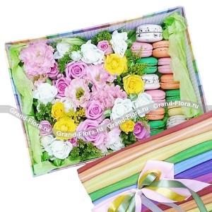Девичьи мечты - коробка с розами и макарунс...<br>