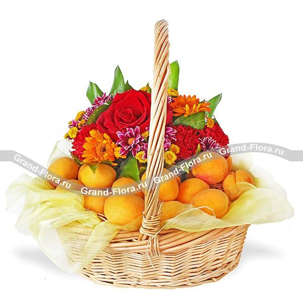 Корзина с персиками, хризантемами, герберами и розами