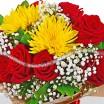 Букет из 15 красных роз и хризантемы - Рубиновое сияние